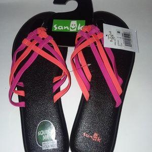 Sanuks sandals nwt